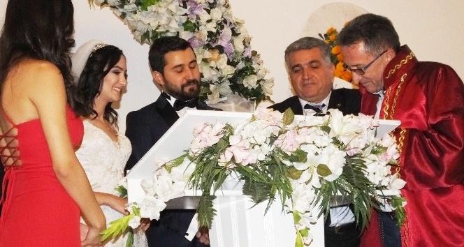 Burhaniye'de Kebapçıoğlu ve Özdemir ailelerinin mutlu günü