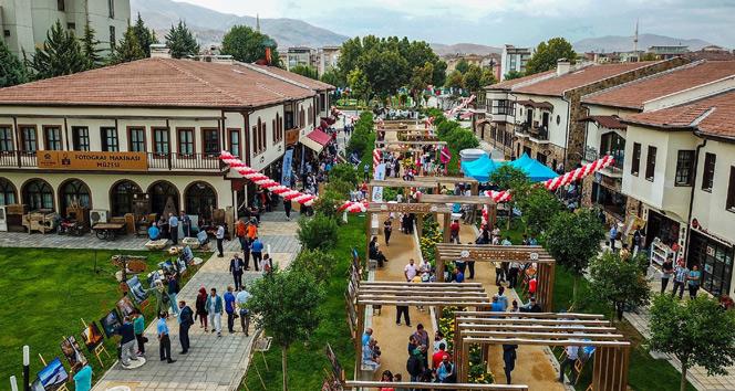 Türkiyenin en büyük Fotoğraf Makinesi Müzesi açıldı