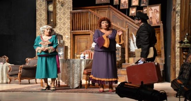 Ünlü Broadway oyunu 'Ahududu', Biga'da sahnelendi