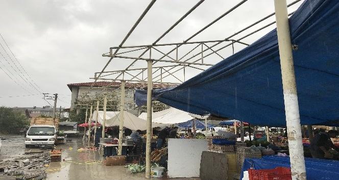 Kapalı pazar yerinde tadilat için sökülen çatı esnafı mağdur etti