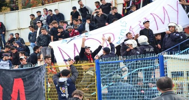 Kütahyaspor-TKİ Tavşanlı Linyitspor maçında arbede