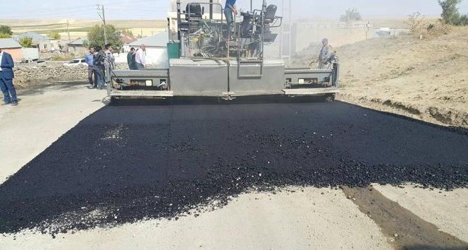 Bulanık'ta ilk defa asfalt yapıldı