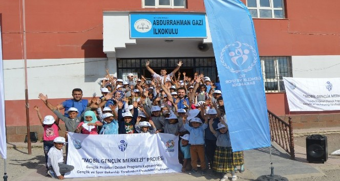"Ahlat'ta ""mobil gençlik merkezi"" projesi"