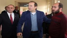 Vali Pehlivan, Çatıksu sağlık ocağı ile tedavi gören şehit babası Karakaşoğlunu ziyaret etti