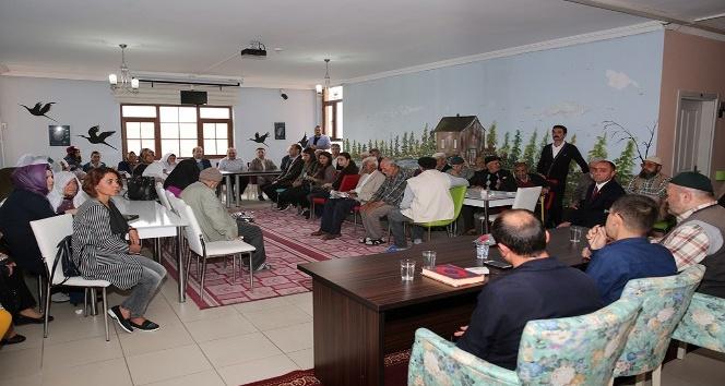Vali Pehlivan, Huzurevinde düzenlenen programa katıldı