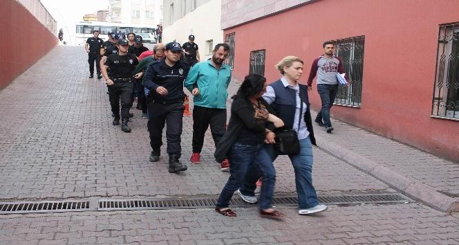 Uyuşturucu operasyonunda gözaltına alınan 9 kişi adliyeye sevk edildi