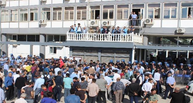 Vali Nurullah Naci Kalkancı tütün eylemcilerine hitap etti