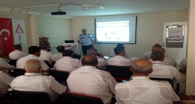 Polisten okul servis şoförlerine eğitim