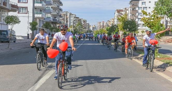 Bisikletçiler sağlık için pedal çevirdi