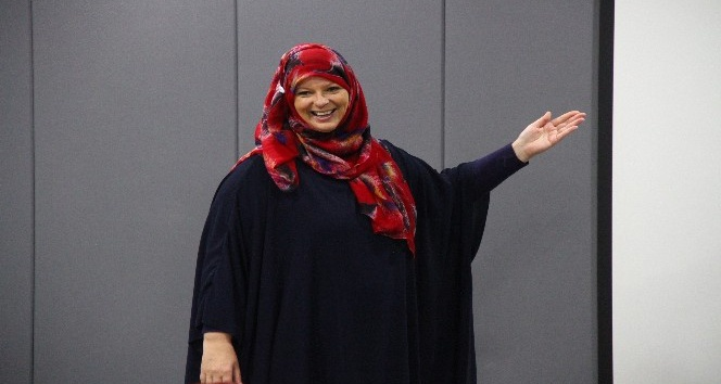 Müslüman olan İngiliz gazeteci Booth, üniversitelilere ders veriyor