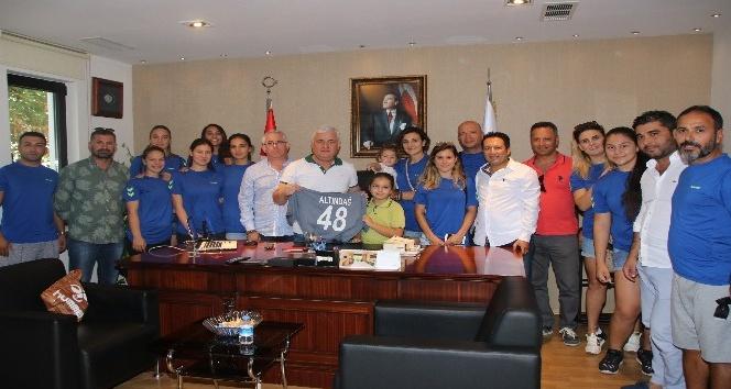 Hentbolculardan Başkan Kocadon'a teşekkür