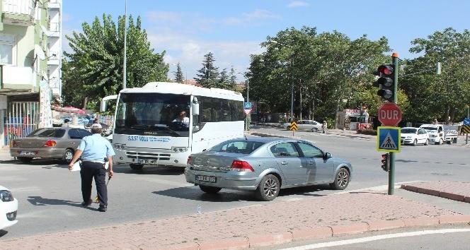 Yaya geçidinde otomobil çarptı: 1 yaralı
