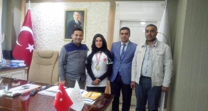 Hizanlı Türkiye şampiyonundan Kaymakama ziyaret