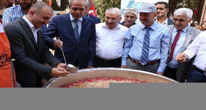 Haliliye Belediyesinden Harran Üniversitesinde aşure ikramı