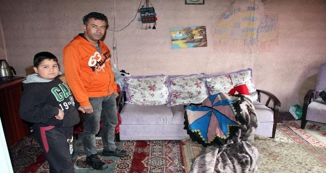 Şiddetli yağış 3 kişilik aileyi zor durumda bıraktı