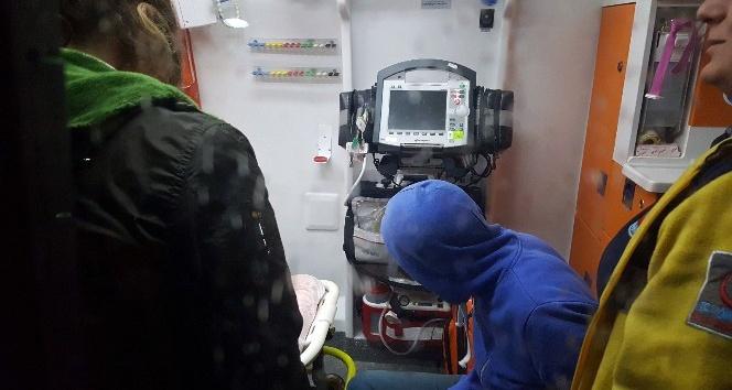 Yerde baygın yatan genç hastaneye kaldırıldı