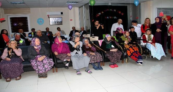 Engelli ve Bakım Merkezi'nde Yaşlılar Haftası kutlaması