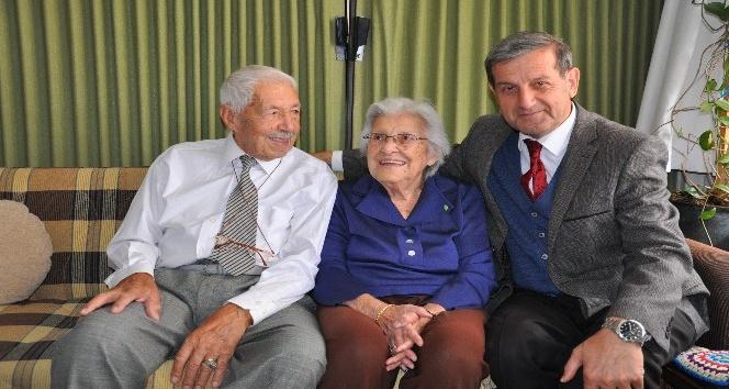 Başkan Özkan, yaşlıları evlerinde ziyaret etti