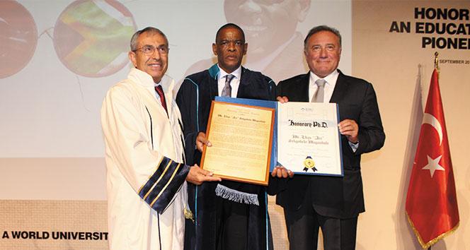 BAUdan Güney Afrikalı eğitim liderine Fahri Doktora