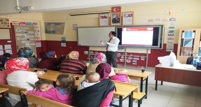 Hisarcık'ta 1 ve 5. sınıf öğrenci velilerine yeni müfredat tanıtıldı