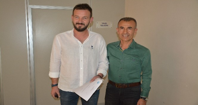 Söke MHP'nin yeni Belediye Meclis üyesi Tayfun Batmaz mazbatasını aldı