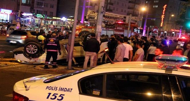 Takla atan aracı gören meraklı vatandaşlar kaza yerinde toplandı