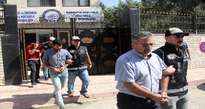 Hatay'da göçmen kaçakçılarına operasyon