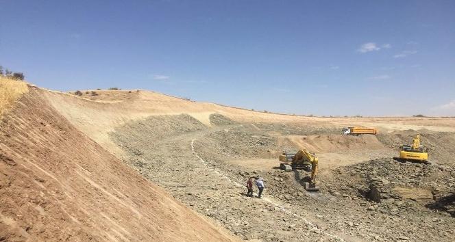 Baraj gölü sahasında kalacak köy yolları için yeni yol yapılıyor