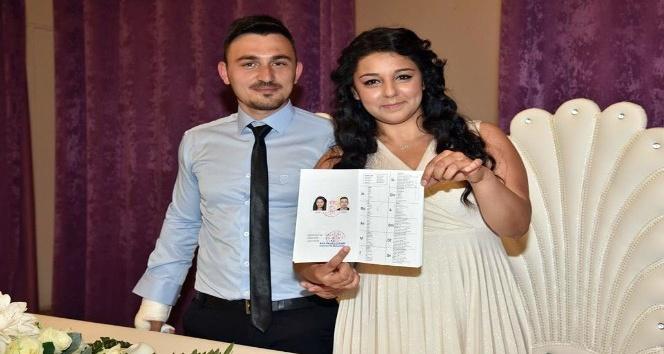 1 günlük evli çifti ölüm ayırdı