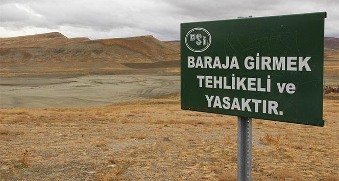 Kuraklık barajı kuruttu
