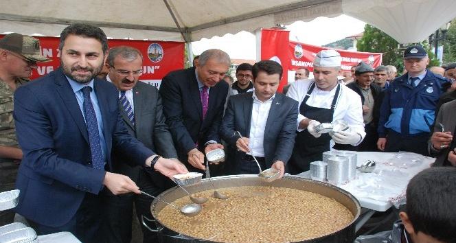 Tokat'ta 10 bin kişilik aşure dağıtıldı