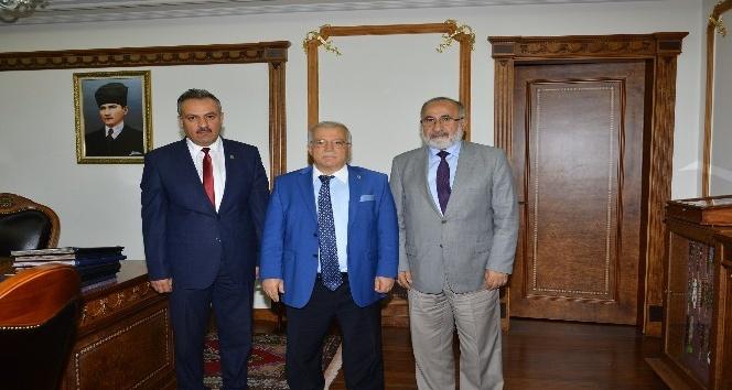 Müftü Arslan 'Camiler ve Din Görevlileri' haftası nedeniyle Vali Necati Şentürk'ü ziyaret etti