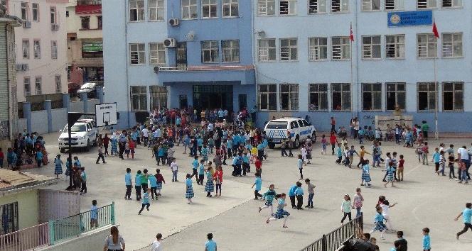 İlkokul öğrencisinin çantasında tabanca bulundu