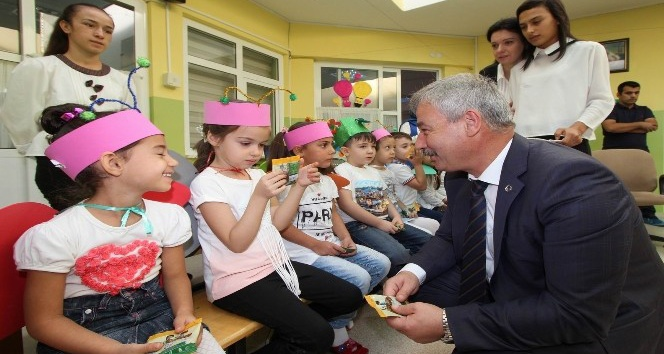 Saruhanlı'da öğrencilere kuru üzüm dağıtıldı