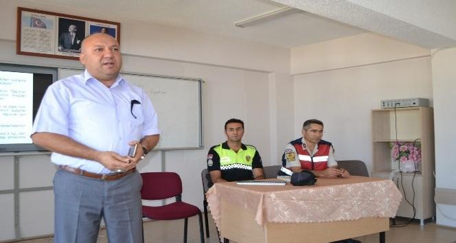 Bozyazı'da öğrenci servis şoförlerine seminer