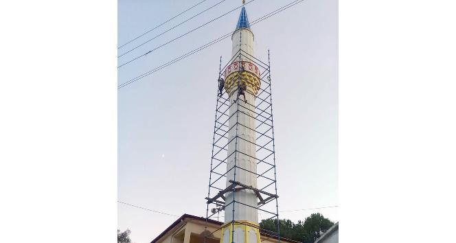 Hasarlı camilerin minareleri yeniden inşa ediliyor
