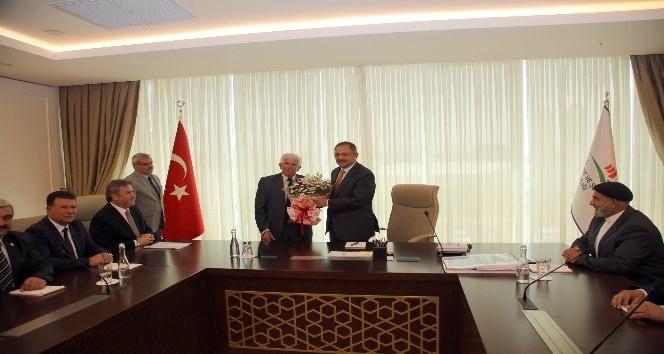 Başkan Palancıoğlu ve muhtarlardan Bakan Özhaseki'ye ziyaret