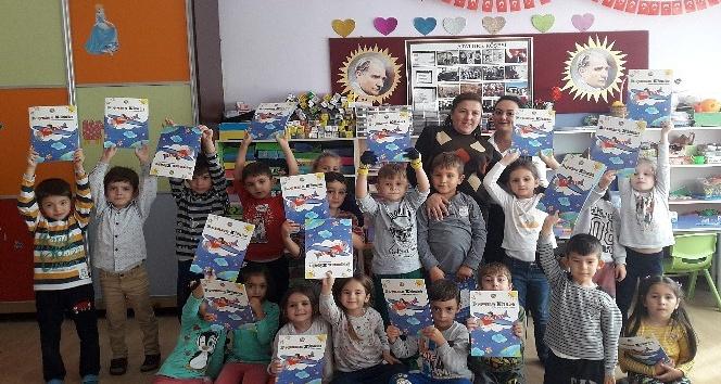 THK, okullara defter ve boyama kitabı dağıtıyor