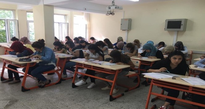 Gölbaşı'nda üniversiteye hazırlık kursu açıldı