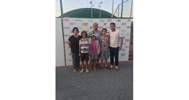 Adıyamanlı tenisçiler turnuva şampiyonu oldu