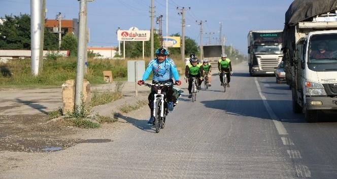 Lösemi hastası çocuklar için Adana'dan İstanbul'a pedal çeviriyorlar