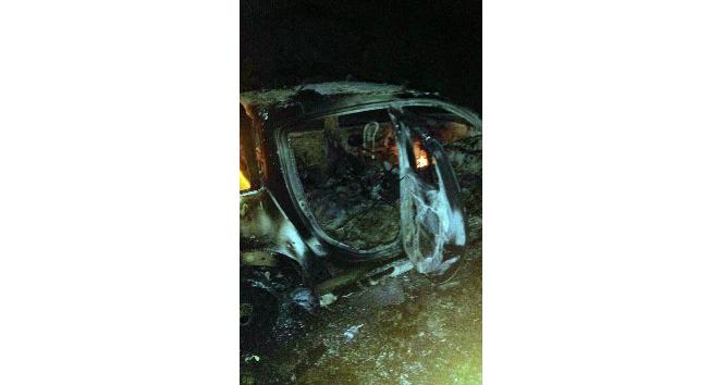 Şırnak'ta yol kesen PKK'lılar araç yaktı