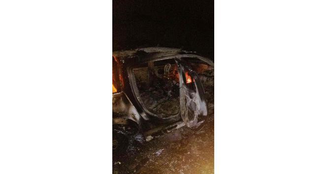 Şırnak'ta yol kesen teröristler kaymakamlığa ait aracı yaktı