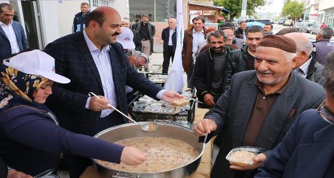 Başkan Orhan'dan aşure ikramı