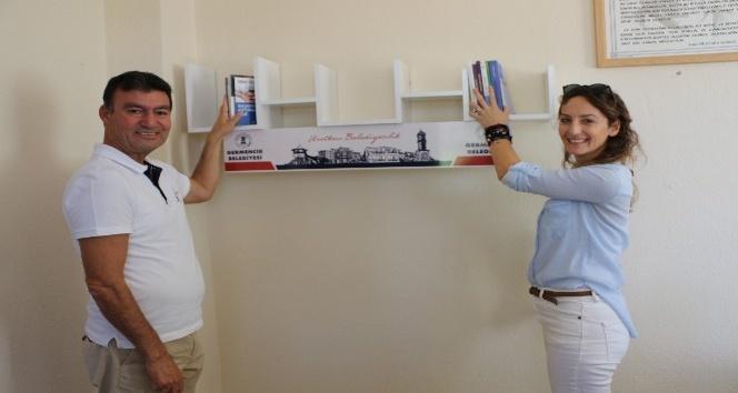 Başkan Akın'dan öğretmen odalarına kitaplık projesi