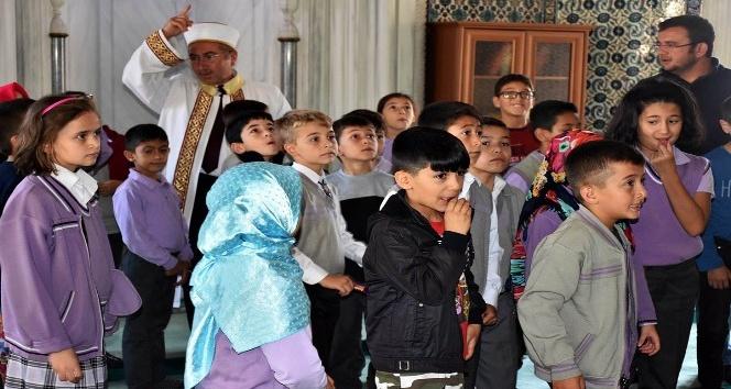 Tosyalı öğrenciler soruları ile imamı terletti
