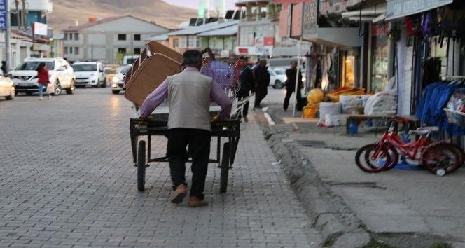 Diyarbakır'dan geldi Varto'nun hurdasını topluyor