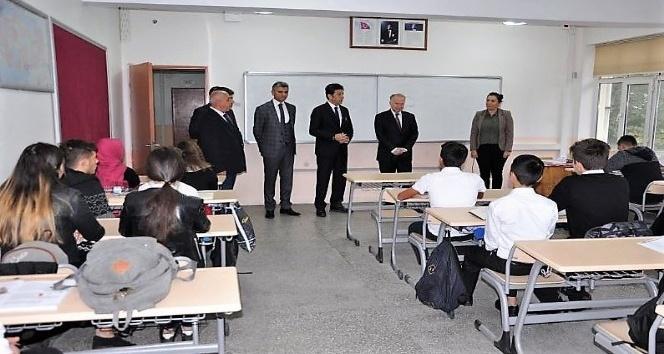 Vali Ceylan Süleymanpaşa Mesleki ve Teknik Anadolu Lisesi öğrencileri ile bir araya geldi