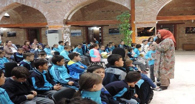 Melike Günyüz çocuk okurlarıyla bir araya geldi