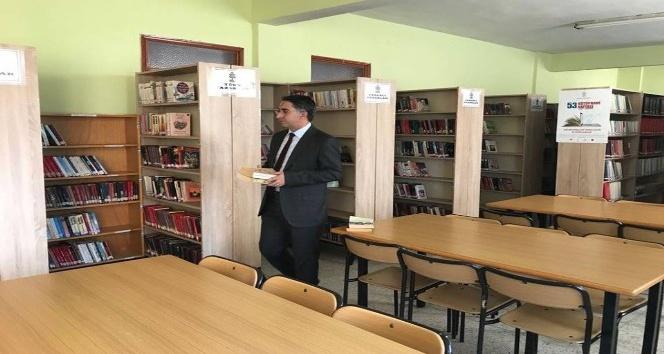 Kaymakam Aydın kütüphaneyi ziyaret etti